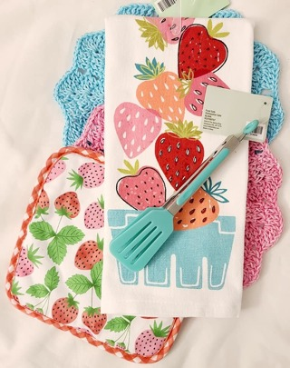 "Crochet 2 - 9"" wash/dish towels+1 Terry Cloth Towel 1 Potholder 1 pair of tongs"