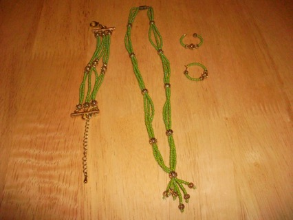 A nice hand made gift set, which includes Necklace, Bracelet, Earrings.