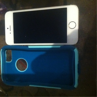 White and gold iPhone 5s with otter box