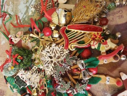 Christmas broken jewelry craft lot