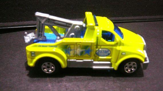 Matchbox Collectible 2005 Tow Truck Neon Green