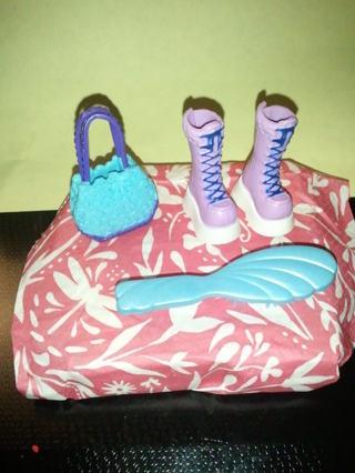 *~*~*~*FREE Barbie accessories!*~*~*~*