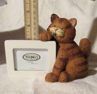 Cat Holding a Picture Frame New In Box
