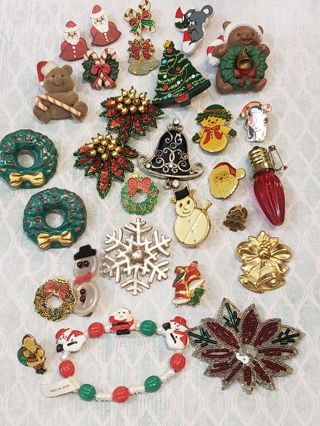 Christmas in July~26 piece vintage christmas jewelry lot