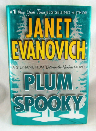 ☆Plum Spooky by Janet Evanovich - Hardcover