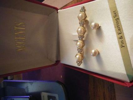 Beautiful Pearl an Earring Set in Box