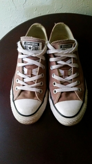 """Nearly New CONVERSE """"Chuck Taylor"""" (Men's Size 6  Women Size 8)"""