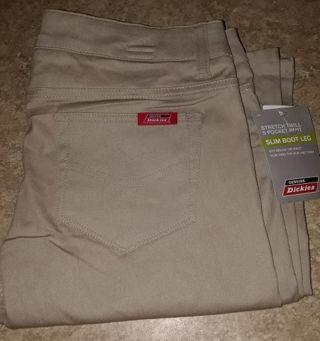 NWT Ladies/Juniors Dickies Pants size 9