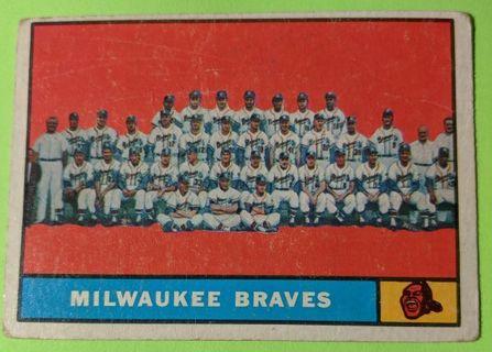 1961 MILWAUKEE BRAVES TEAM CARD (AARON, SPAHN, ADCOCK, MATTHEWS)