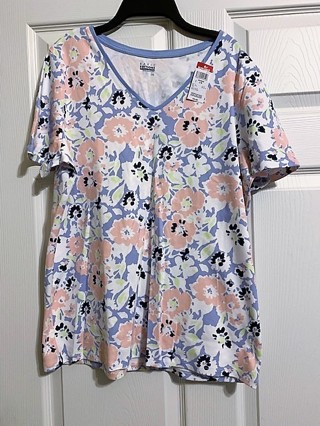 BNWT Women's Basic Editions Knit Floral V Neck Top - Size L/G