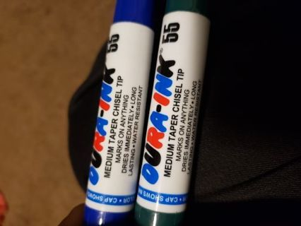 Blue and Green Chisel Tip Markers