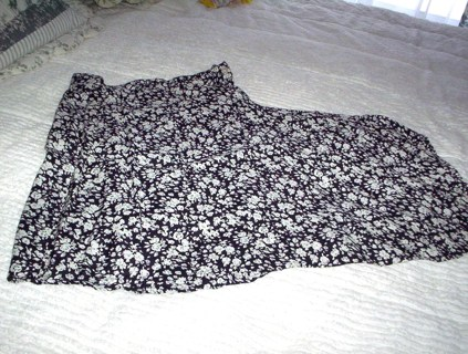 ♥♥BEAUTIFUL WRAP AROUND SKIRT*PERFECT FOR SUMMER*SIZE 9/10♥♥