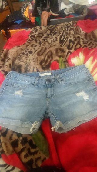 Women shorts by bullhead black size 5