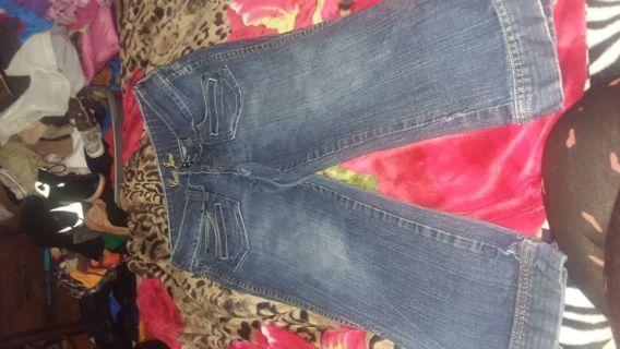 Women jean capri by Guess size 7/8