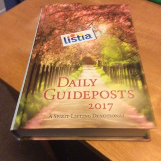2017 Daily Guideposts devotional *like new*