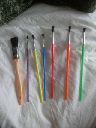 7 Paint Bruses