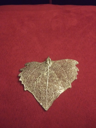** BEAUTIFUL SILVER LEAF NECKLACE PENDANT**