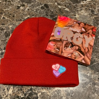 Jeffree Star mini orgy palette & JS beanie