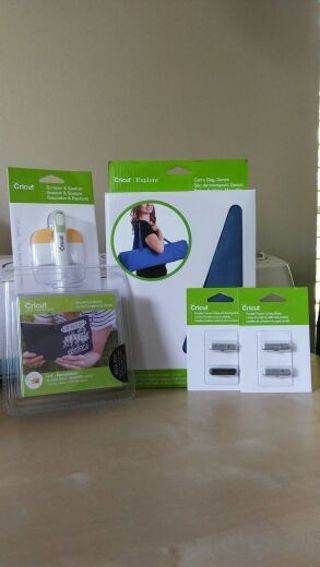 Cricut unlinked cartridge and accessories