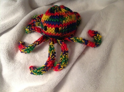 KNITTED MULTI COLORED OCTOPUS/GIN