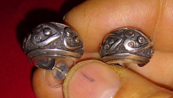 EARRINGS VINTAGE STERLING SILVER WITH HEART DESIGN WITH A NICE WEIGHT TO THEM GRAB THEM FANTASTIC
