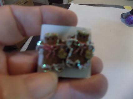 1 inch tall gingerbread men earrings