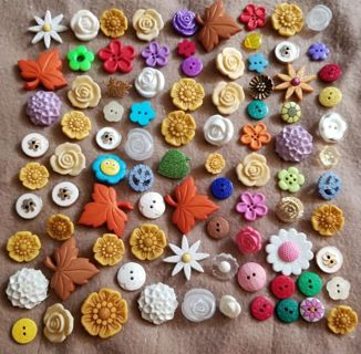 BUTTONS, FLOWER SHAPED, NEW