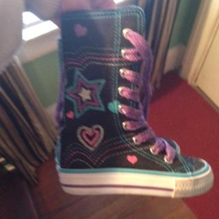 EUC Bongo Hightop girl's sneakers.