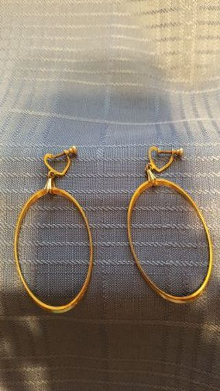 GOLDTONE VINTAGE SCREW BACK OVAL HOOP EARRINGS