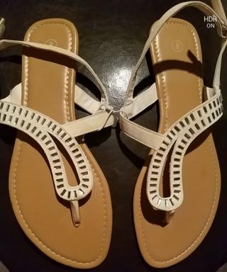NWT! Ladies Cute Sandals Size 9