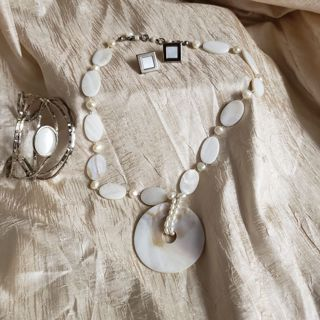 Necklace bracelet and earring set shell and beads