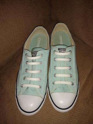 Converse slip on sneakers sz 9 women's euc