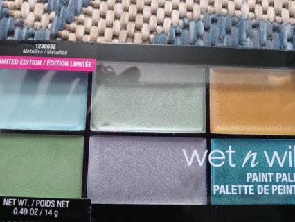 NWT NEVER OPENED LIMITED ADDITION EYE SHADOW pallete