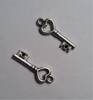 Brand NEW Tibetan Silver Heart Key Charms Set of 2