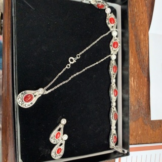 Jewelry set NEW! Bracelet, earrings and necklace!