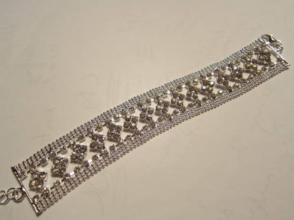 SPECTACULAR!! SILVER TONE CRYSTAL BRACELET 6 1/2 inches