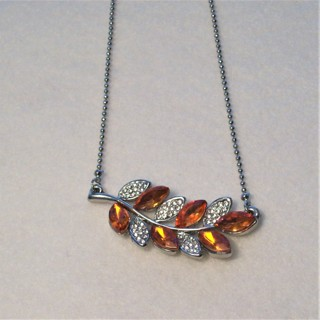 "Beautiful New SP Leaf Necklace With Crystal Stones & 18"" Chain"