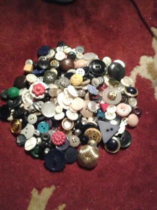 VERY OLD BUTTONS. PART OF MY GRANDMOTHER'S ESTATE