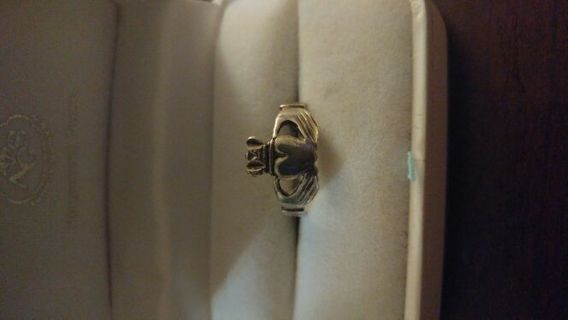 Sterling silver claddagh ring wearable/needs repair