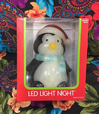 COSTCO PENGUIN LIGHT XMAS HOLIDAY CHRISTMAS LIGHT UP DECORATION DISPLAY PENGUIN