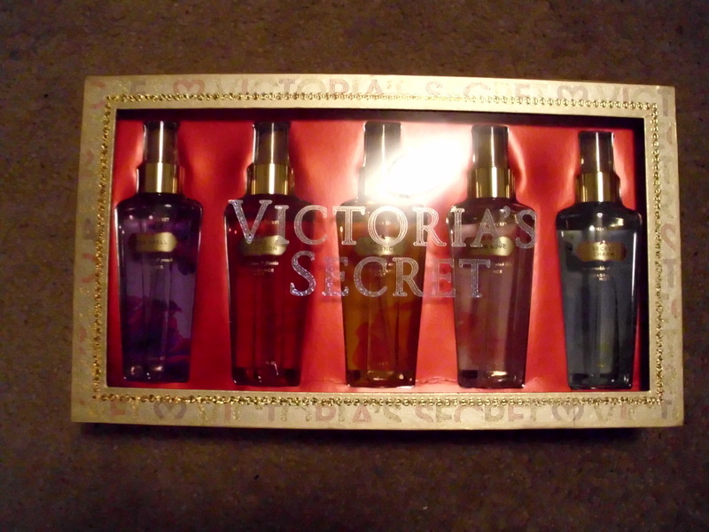 free think christmas victoria 39 s secret body spray. Black Bedroom Furniture Sets. Home Design Ideas