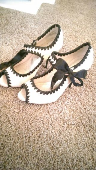 BAKERS SIZE 8 HIGH HEELS ( GIN = FREE SHIPPING)