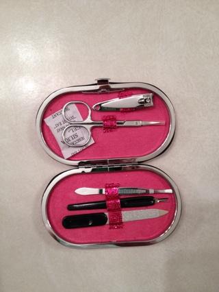 Manicure set in pink glitter case ~BRAND NEW~