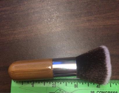 """New large 4"""" make up brush"""