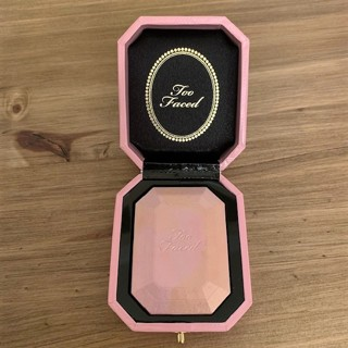 ೋ Brand New High End TOO FACED Diamond Light Highlighter - Full Size!!  ೋ