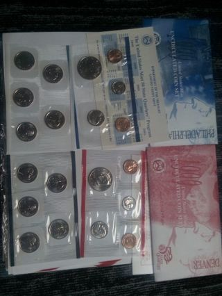 1999- PHILADELPHIA-DENVER. MINT SET. WITH STATE QUARTERS. 18 COINS. AND. 2 TOKENS..