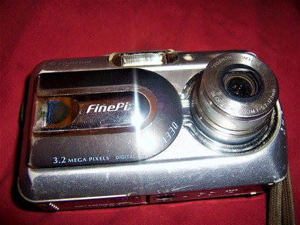 Fujifilm Finepix A 340 4.0 MP Camera READ FULLY