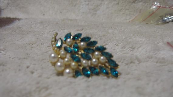 Vintage Pearl & Rhinestone Pin