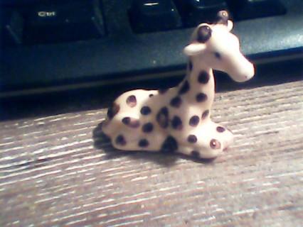 hagen-renaker     mini giraffe