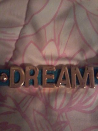 Bracelet with dream in goldtone letters!